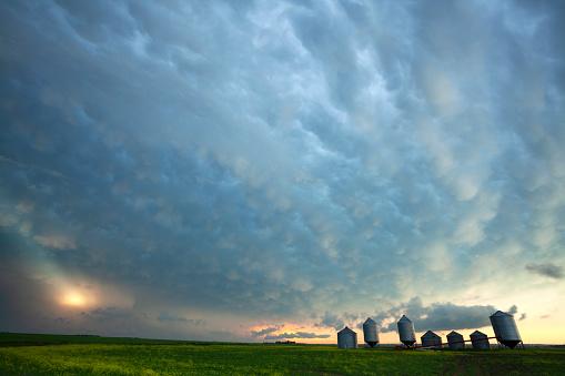 Mammatus Cloud「Prairie Storm Saskatchewan Canada」:スマホ壁紙(8)
