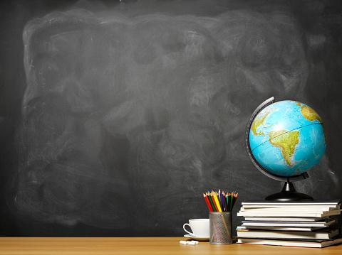 Physical Geography「World globe on books on school teacher's desk」:スマホ壁紙(0)