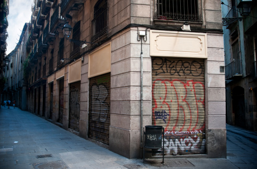 Graffiti「Old Rustic Streets in Barri Gotic, Barcelona Spain」:スマホ壁紙(18)