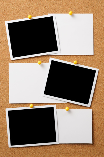 Announcement Message「Blank photo with memo pinned on cork board」:スマホ壁紙(12)