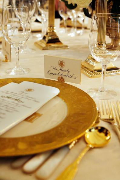 Position「Laura Bush Previews State Dinner Preparations For Queen Elizabeth II」:写真・画像(9)[壁紙.com]