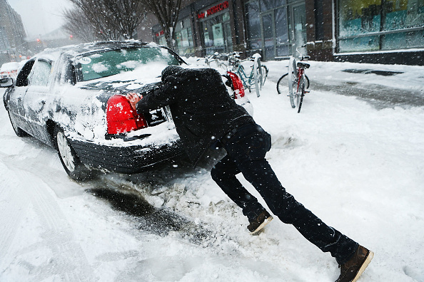 Winter「Massive Snowstorm Brings Up To Foot Of Snow To Large Swath Of Northeast」:写真・画像(18)[壁紙.com]