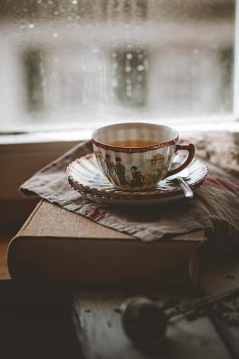 Female Likeness「Cup of Chinese green jasmin tea on book」:スマホ壁紙(15)