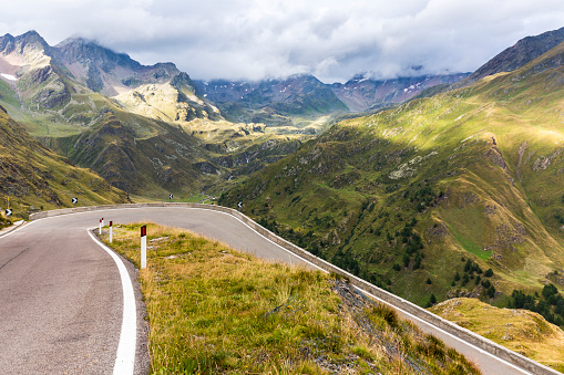 Hairpin Curve「Italy, South Tyrol, Passeier Valley, mountain pass Timmelsjoch」:スマホ壁紙(0)