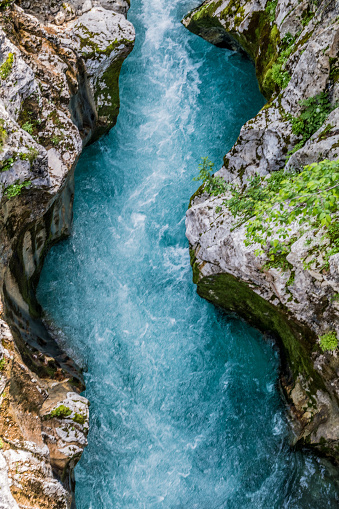 Vertical「River Soca」:スマホ壁紙(0)