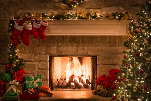Mantelpiece「Christmas fireplace, stockings, gifts, tree, copy space」:スマホ壁紙(11)