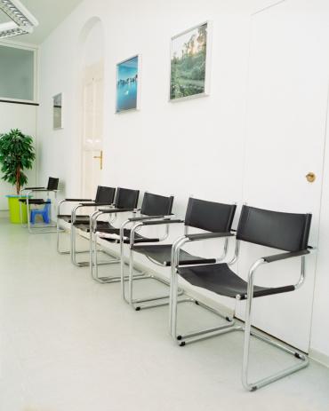 Doctor「Empty seats in doctor's waiting room」:スマホ壁紙(9)