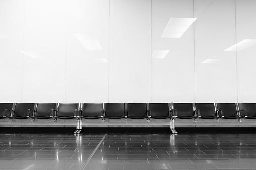 Airport Terminal「Empty seats in airport lobby」:スマホ壁紙(13)