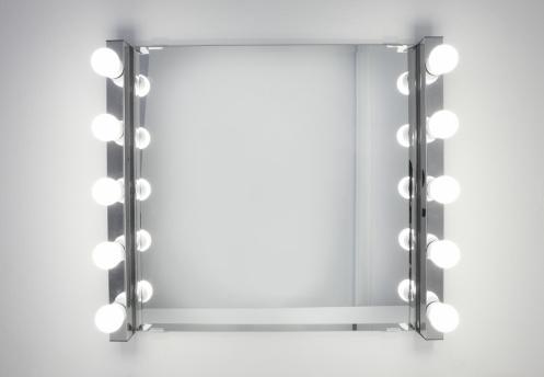 Vanity「Dressing room mirror lit by ten light bulbs」:スマホ壁紙(9)