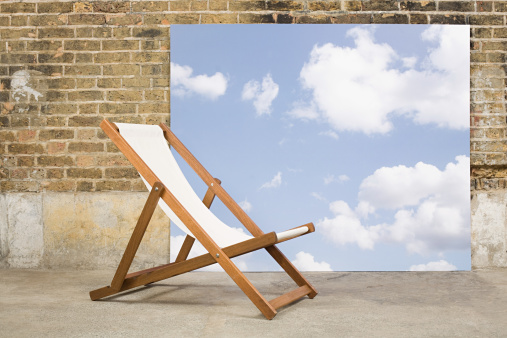 Deck Chair「Deckchair and sky backdrop」:スマホ壁紙(3)