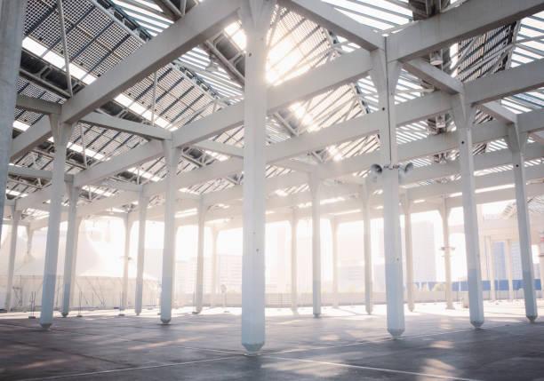 Sun shining through warehouse construction:スマホ壁紙(壁紙.com)