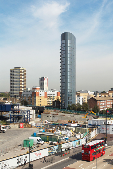 Business Finance and Industry「Stratford Eye apartment block over-looking the construction site of Westfield Straford City, East London, UK」:写真・画像(11)[壁紙.com]