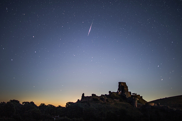 Night「Spectacular Perseid Meteor Shower Can Be Seen Across the Night Skies」:写真・画像(4)[壁紙.com]