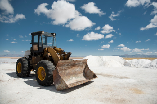 Construction Vehicle「excavator on salt flat」:スマホ壁紙(3)