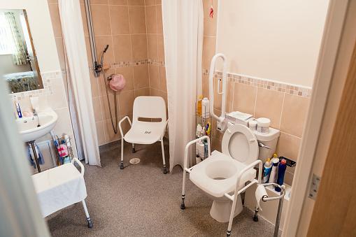 Aging Process「Aided Bathroom」:スマホ壁紙(0)
