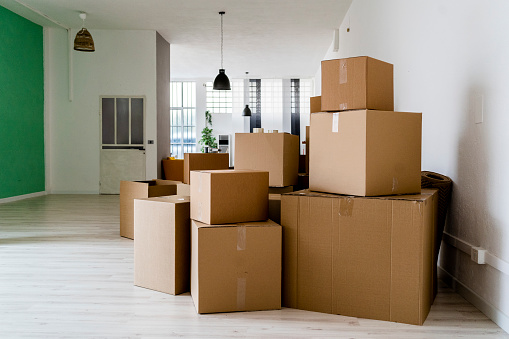 Cardboard「Carboard boxes in living room of new house」:スマホ壁紙(15)