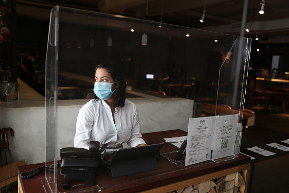 Assistance「Florida Businesses Close Again, As Coronavirus Cases Spike In The State」:写真・画像(13)[壁紙.com]