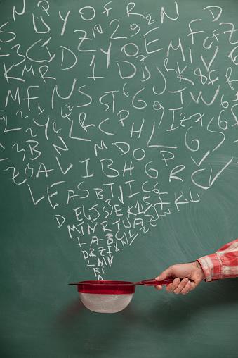 Single Word「Searching And Filtering Words On Blackboard Via Strainer」:スマホ壁紙(13)
