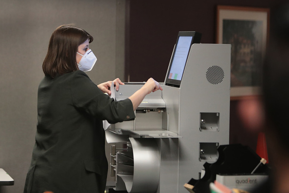 Machinery「Wisconsin Continues Counting Ballots Through The Night Amid Close Election」:写真・画像(3)[壁紙.com]