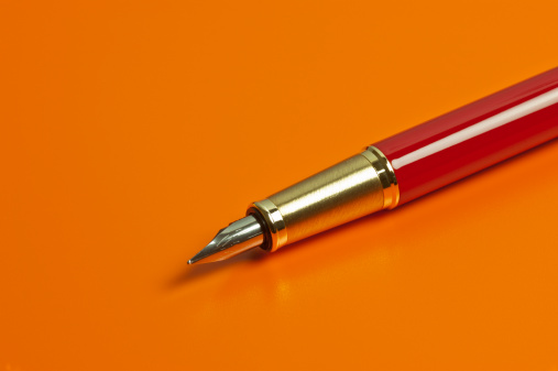 Writing「Pen On Orange Background」:スマホ壁紙(15)