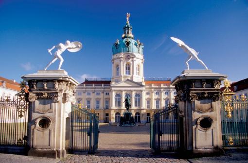 Intricacy「Open entrance gate of the Charlottenburg Palace, Berlin, Germany」:スマホ壁紙(4)
