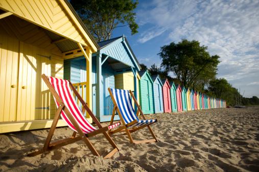 British Culture「deckchair beach scene」:スマホ壁紙(17)