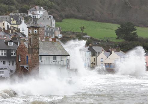 Insurance「Coastal village during storm」:スマホ壁紙(2)