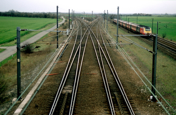 Railroad Track「Colton Junction south of York on the East Coast Main Line with a Virgin CrossCountry service heading south to Sheffield and Derby. C2001」:写真・画像(2)[壁紙.com]