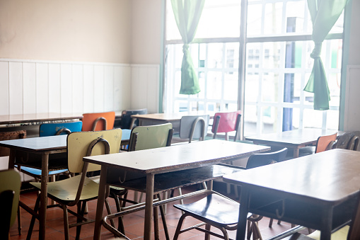 Teaching「View of an empty classroom at a rural school」:スマホ壁紙(19)
