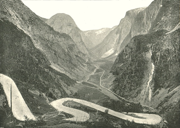 Hairpin Curve「The Zig-Zag Road And Waterfalls」:写真・画像(7)[壁紙.com]