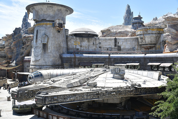 Celebrities「Star Wars: Galaxy's Edge Media Preview At The Disneyland Resort」:写真・画像(5)[壁紙.com]