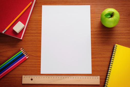 Pencil「Blank paper on desk」:スマホ壁紙(0)