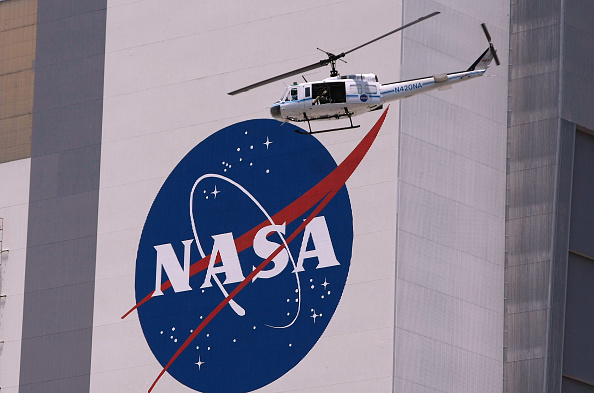 NASA Kennedy Space Center「Space Shuttle Discovery Prepares For Launch」:写真・画像(8)[壁紙.com]