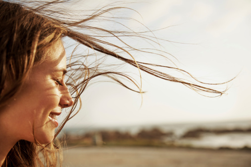 Serene People「Enjoying the fresh sea air」:スマホ壁紙(6)