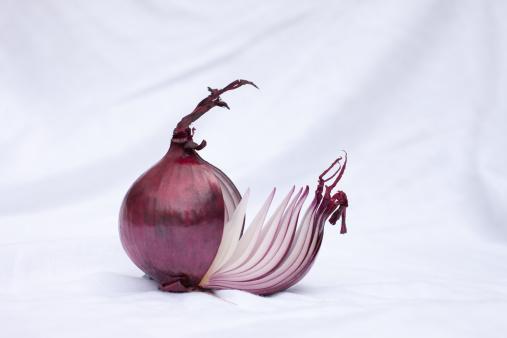 Spanish Onion「Close up of sliced red onion」:スマホ壁紙(11)