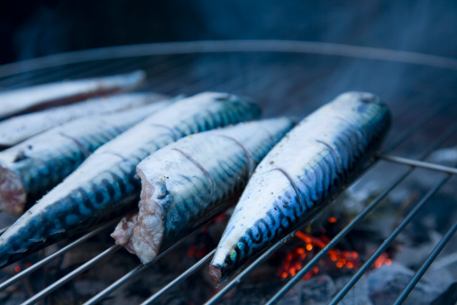 Barbecue Grill「A close up of fresh Mackerel on a barbeque」:スマホ壁紙(17)