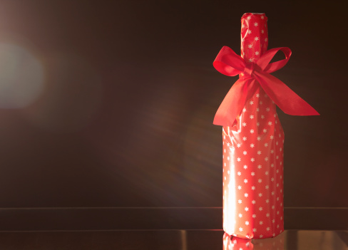 Christmas Paper「red gift wrapped champagne bottle with red bow」:スマホ壁紙(11)