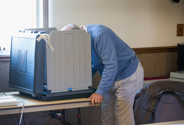 Scott Olson「Indiana Voters Head To The Polls For State's Primary」:写真・画像(9)[壁紙.com]