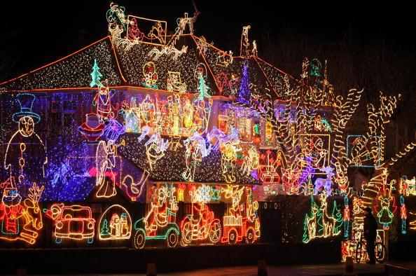 Illuminated「Suburbia Lights Up For Christmas」:写真・画像(4)[壁紙.com]