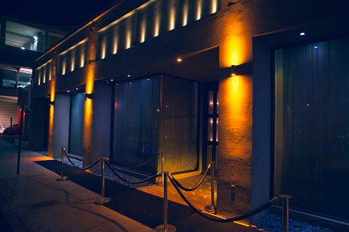 Door「Carpet and velvet rope outside nightclub」:スマホ壁紙(14)