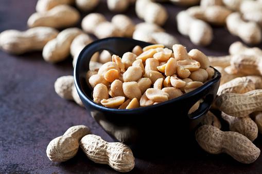 Nut - Food「Bowl of salted peanuts」:スマホ壁紙(0)
