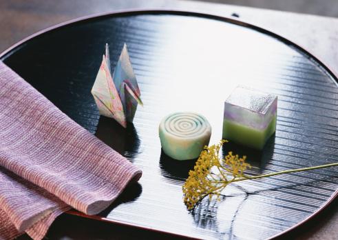 Wagashi「Japanese Sweet and Folded Paper Crane」:スマホ壁紙(6)