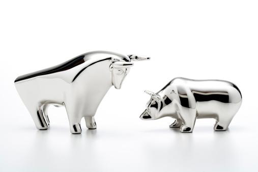 Trading「Bull and bear figurines, close-up」:スマホ壁紙(7)
