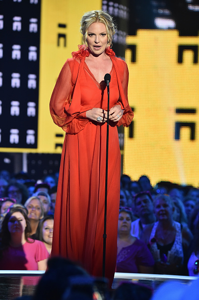 Katherine Heigl「2017 CMT Music Awards - Show」:写真・画像(0)[壁紙.com]