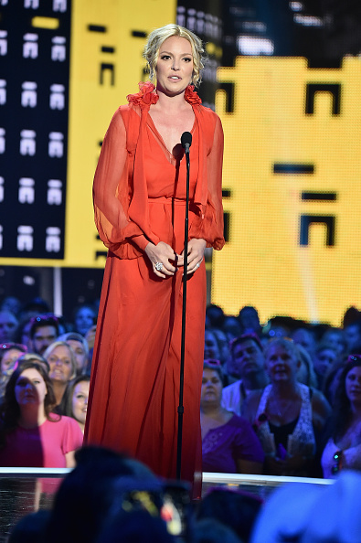 Katherine Heigl「2017 CMT Music Awards - Show」:写真・画像(14)[壁紙.com]