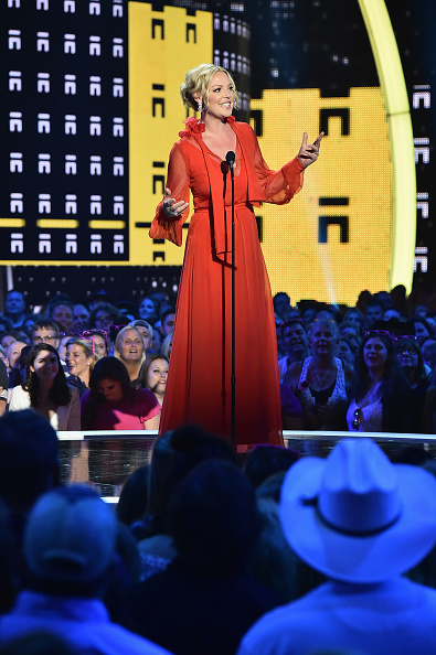Katherine Heigl「2017 CMT Music Awards - Show」:写真・画像(9)[壁紙.com]