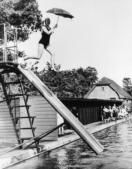 Recreational Pursuit「Diver With Umbrella」:写真・画像(3)[壁紙.com]
