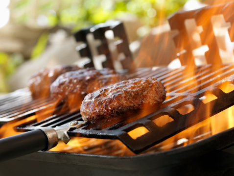 Cast Iron「Hamburgers on an Outdoor Grill」:スマホ壁紙(19)