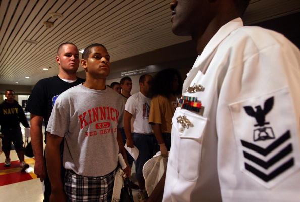 Scott Olson「Recruits Train At Great Lakes Navy Boot Camp」:写真・画像(19)[壁紙.com]