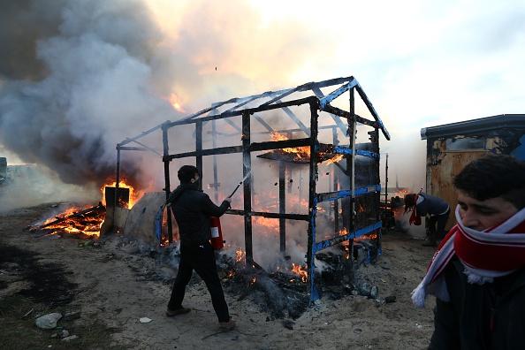 Effort「Destruction Of Calais Jungle Camp Begins」:写真・画像(2)[壁紙.com]
